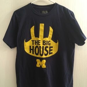 Michigan football shirt - majestic